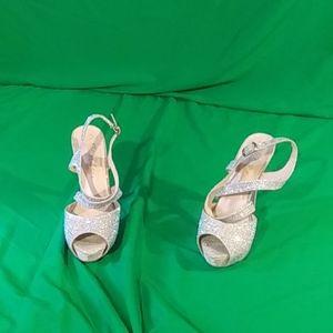 De blossom collection sz 7 silver high heel shoes